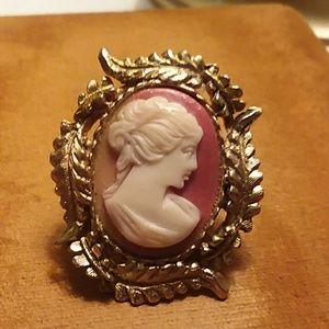 Jewelry - Cameo Pin